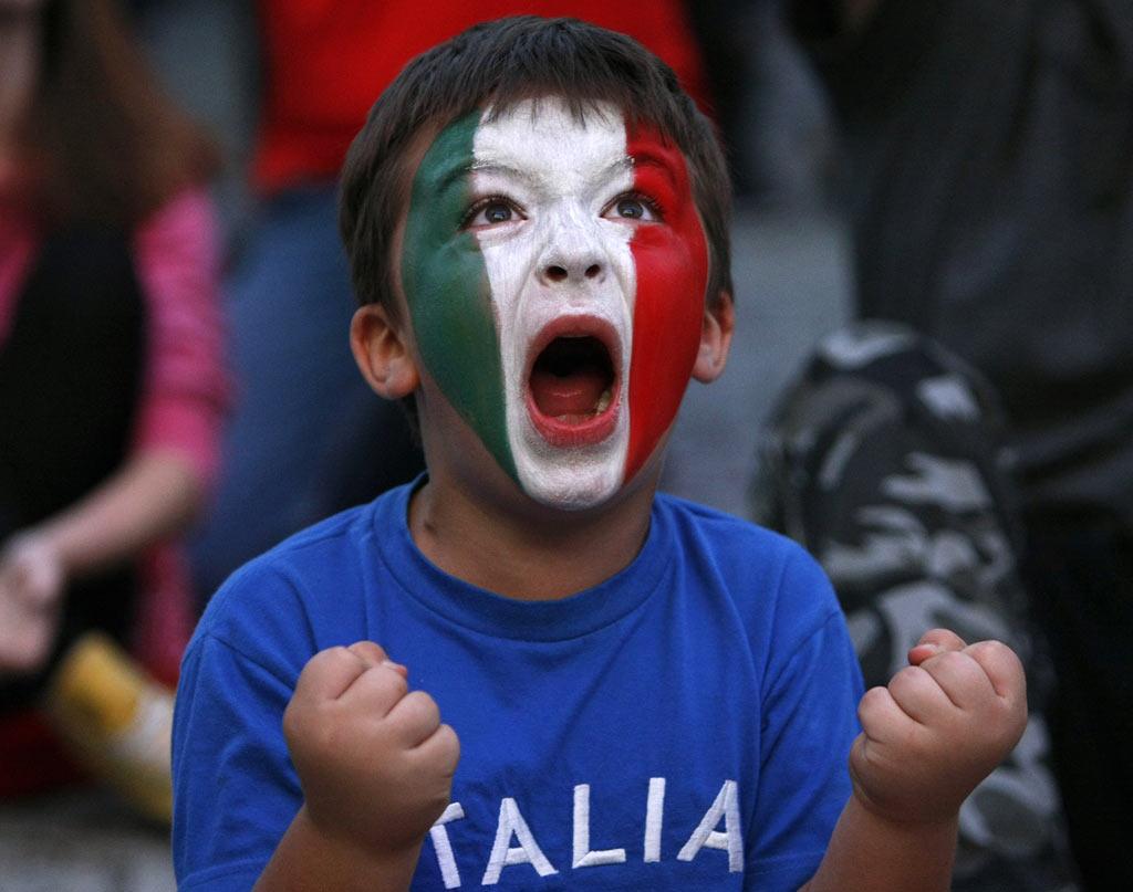 Картинки по запросу итальянские болельщики